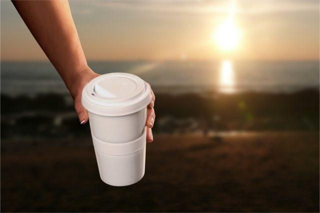 Coffee to go Promotion Motiv Sonnenuntergang Strand und Meer
