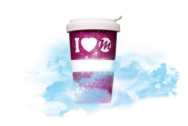 Marken Produkt Promotion Coffee to go Becher I love Mahlwerck Oberfläche sparkly