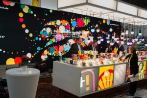PSI-Messecafe mit visuellem Marken-Design mit Punkten als Markenelement von Mahlwerck-Porzellan für