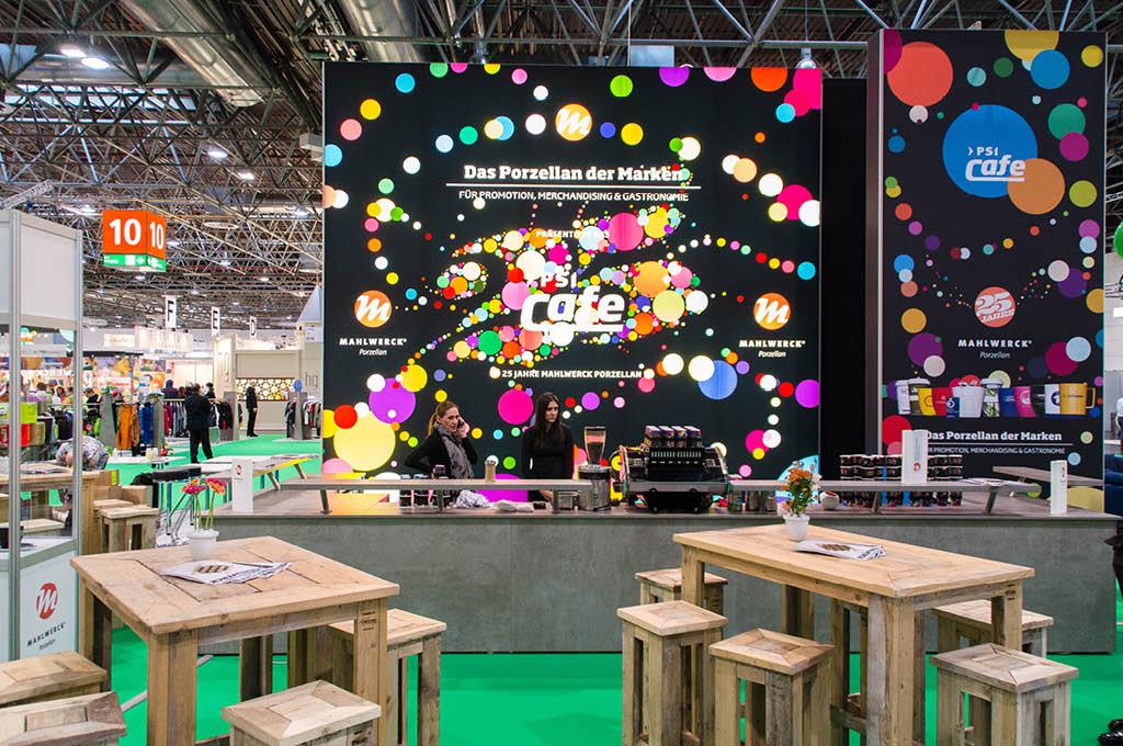 PSI-Messe-Cafe mit visuellem Markendesign von Mahlwerck-Porzellan
