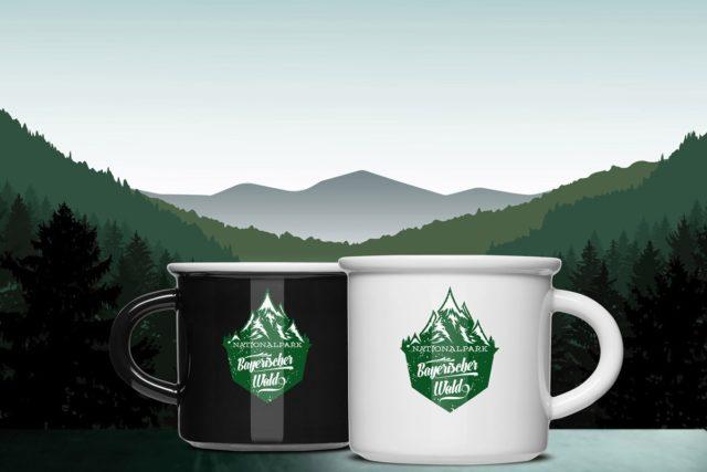 Produkt Marken Promotion Nationalpark Bayerischer Wald zwei Henkeltassen aus Porzellan in schwarz und weiß